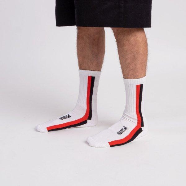 calze-bianche-righe-verticali-fabbrica